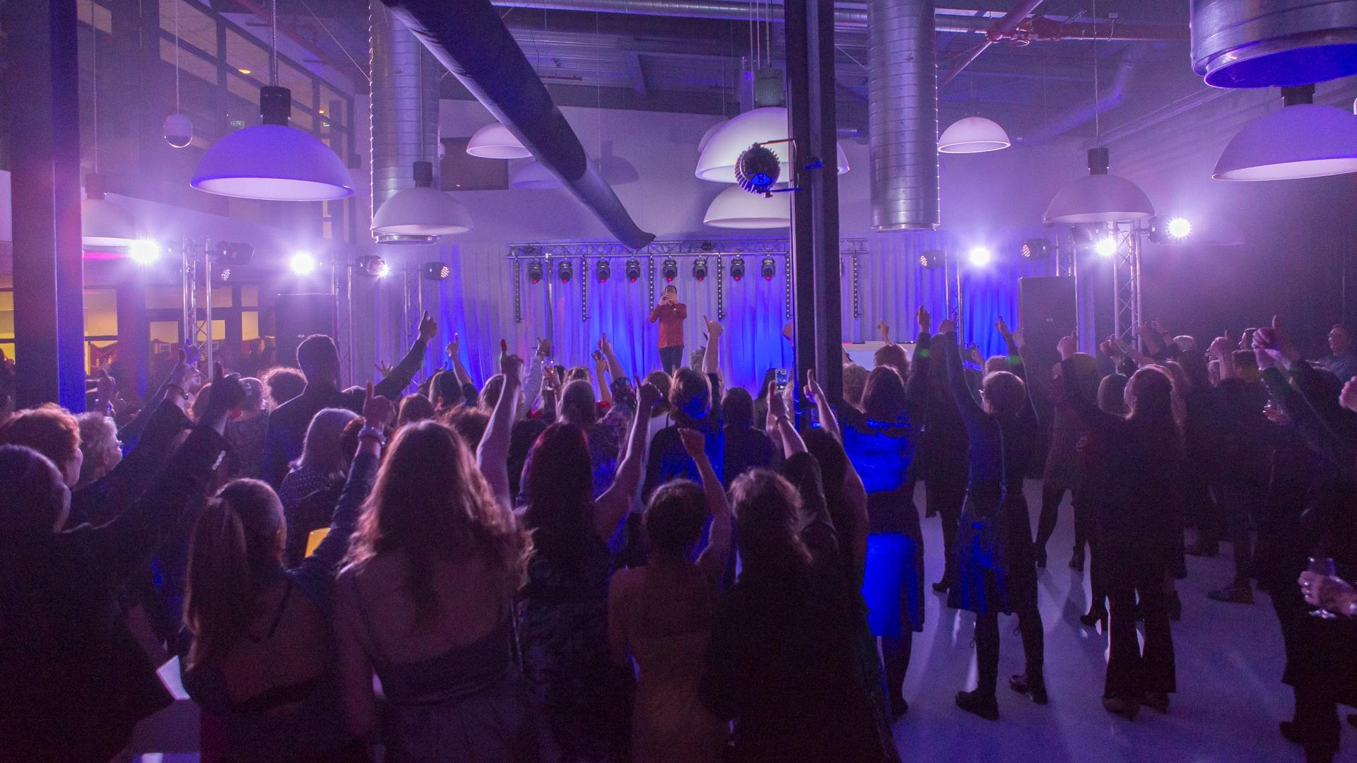 Audiovisuele techniek voor feesten & gala.